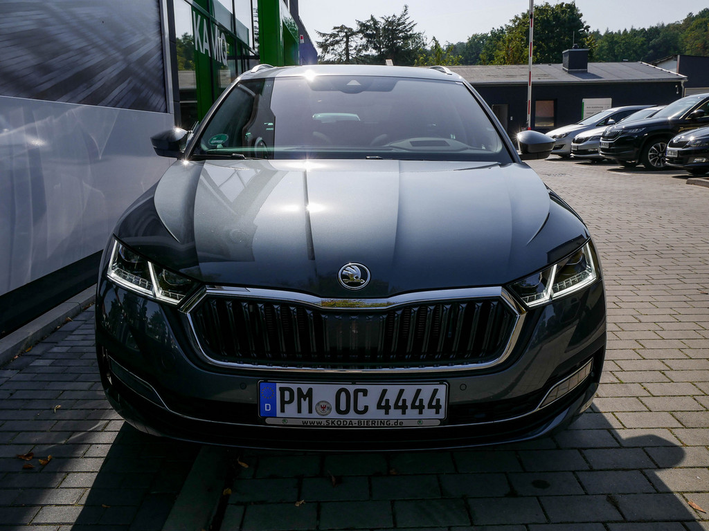 OCTAVIA COMBI FIRST EDITION 1.5 TSI NAVI LED ACC